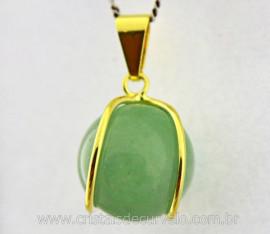 Pingente Bolinha Quartzo Verde Envolto a Pedra Montagem Dourada