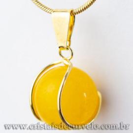 Pingente Bolinha Agata Amarela Envolto Pedra Montagem Dourada
