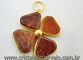 Pingente Trevo Quartzo Vermelho  Pedra Natural Castoação Envolto Banho Dourado