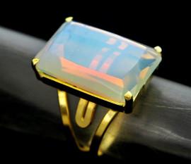 Anel Pedra da Lua Opalado Facetado Banho Flash Dourado Aro Ajustavel REFF 14.9