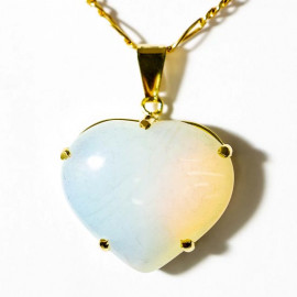 Pingente Extra Coração Pedra da Lua Opalina Montagem Garra Dourado