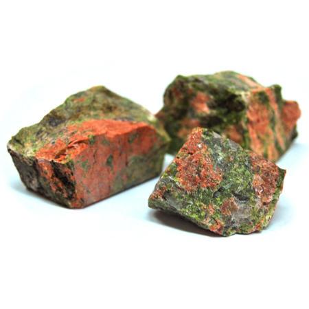 Unakita_ou_Unaquita_Mineral_rocha_de_garimpo.jpg