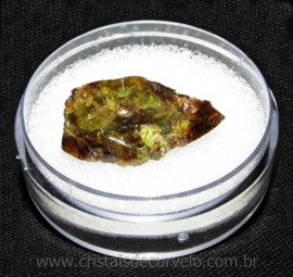 Esfenio Titanita Mineral Bruto Natural no Estojo Cod 115064